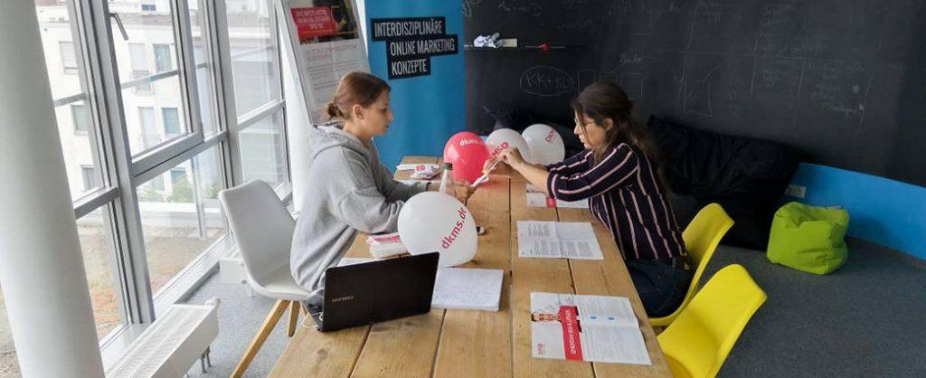 KK Mitarbeiter bei einer Registrierungsaktion der DKMS.