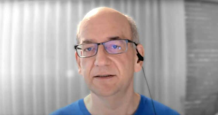 Screenshot mit Googles John Mueller aus dem YouTube Video zu den English Google Webmaster Central office-hours